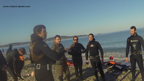 Nico explique la zone de chasse sous marine